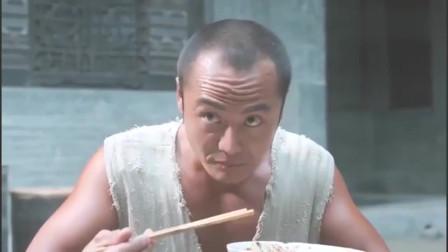 小伙连吃三碗油泼面,一听还能再吃,他的眼睛顿时就亮了!