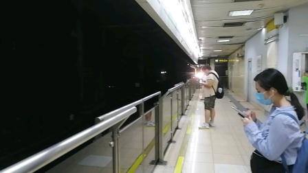 上海地铁2号线290号车龙阳路站下行进站(徐泾东站方向)