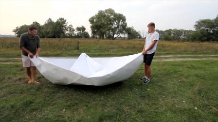 国外小伙制作制作大纸船,能漂浮在水面上吗?