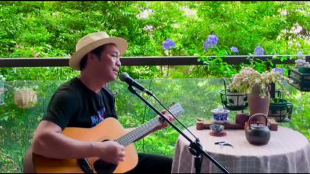 大叔吉他弹唱《东方之珠》经典歌曲,真情动听,承载多少回忆