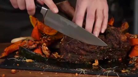 拿来蝎子牛排,外国人是这样烹饪的,切开的瞬间才明白什么是吃货