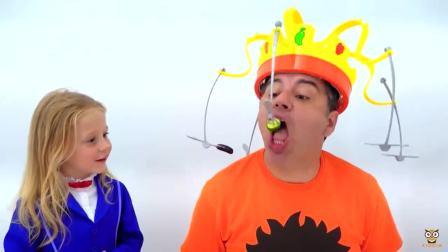 国外儿童时尚,小女孩和爸爸玩游戏,他能吃到嘴中吗