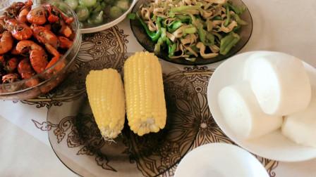午餐VLOG,轩妈的非专业版麻辣小龙虾出锅,3斤小龙虾吃过瘾