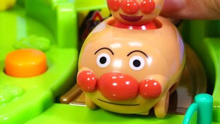 面包超人的小汽车玩具