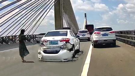 """交通事故合集:临近路口超速行驶,""""起飞""""失败就在眨眼间"""