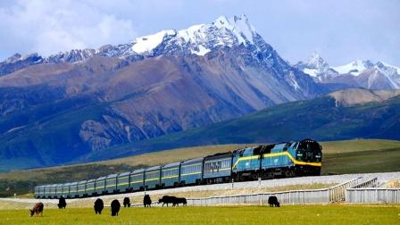 坐着火车到拉萨沿着天路游青藏