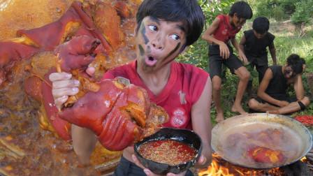 """熊孩子野外烹饪""""大猪蹄"""",不料全被偷吃了,网友:自作自受!"""