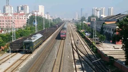 汉口开往哈尔滨的T183次晚点240分钟通过天津站四号楼(天津动车客车段)