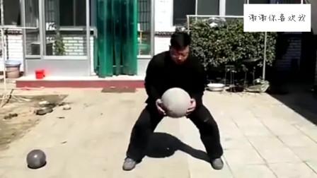 太极高手揉60斤石球轻松自如,这就是功夫