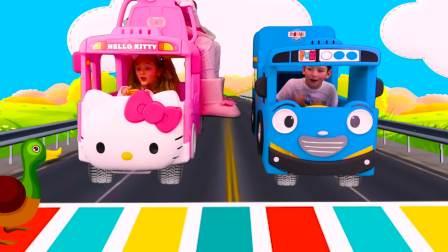 国外儿童时尚,小正太兄妹开车,遇到小宝宝