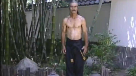 日本武术大师苦练龙抓手,这小腹肌可还行?