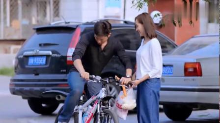 超级翁婿:自行车还能这样载人,这技术真不一般,竟还能在路上跑