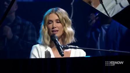澳洲女歌手Delta Goodrem现场演唱《Keep Climbing》