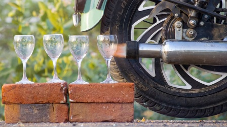 把高脚杯放在摩托车排气筒后面会怎样?小哥亲测,众人直呼神操作