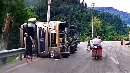 交通事故合集:不断地鸣笛提醒,可大货车依旧我行我素