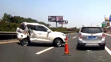 交通事故合集:临近斑马线超速行驶,想避让都来不及