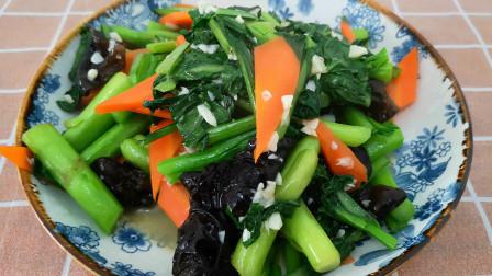 菜心好吃有诀窍,这样做脆绿又爽口清淡又营养,色香味俱全真棒!