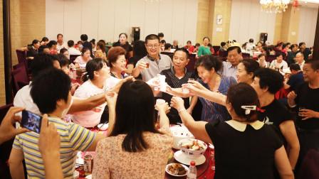 邹友元、朱宏翠夫妇70寿宴在衡阳陆府延安店举行,场面喜庆热闹!