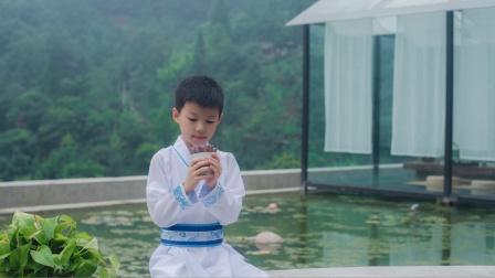 暑假带娃入住青城山桐去山境,汉服一穿,秒变翩翩公子,这也太帅了嘛!