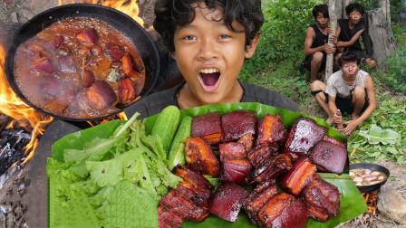 """小伙的潇洒生活,野外烹饪""""红烧肉"""",吃起来太香了!"""