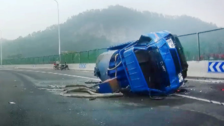交通事故合集:高速路上跟车太近,遇见状况刹车都来不及
