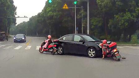 交通事故合集:红绿灯路口争分夺秒,这一次怎么破?