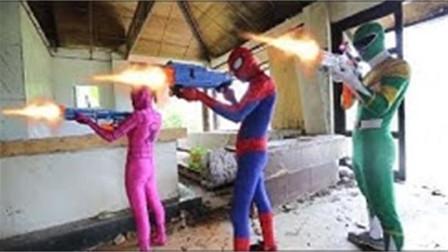 蜘蛛侠追击逃跑的小丑!