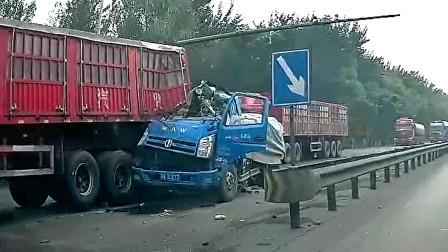 交通事故合集:开车走神不注意车距,连环追尾让人伤不起