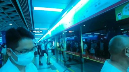 2020年7月31日,广州地铁5号线L2型列车(05×017-018) 执行(文冲-滘口)交路,珠江新城下行站台进站。[广州地铁集团无广告]