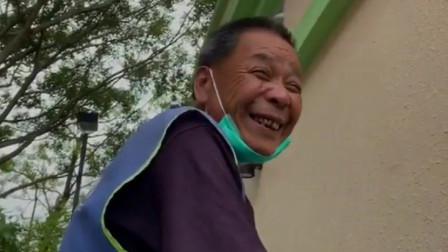 香港清洁工一天两份工月薪9548元和8800多元:5个子女没给我家用
