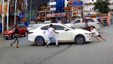 交通事故合集:停车忘记拉手刹,大家已尽力了
