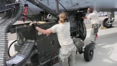 实拍A-10攻击机弹药补给,开眼界了!