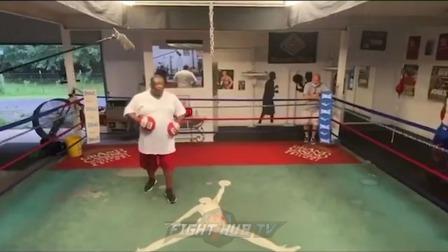这个能和泰森一同位列仙班的拳手 拳到底有多脆 罗伊琼斯近日手靶