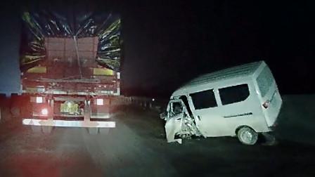 交通事故合集:随心所欲的变道超车,马路当客厅结果悲剧了