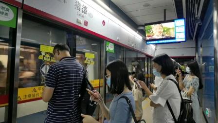 广州地铁5号线 猎德 下行站台 进站,拍摄时间:2020年8月5日,拍摄列车:05×017-018,拍摄车型:L2蓝精灵一世,列车广告:无。[原创]