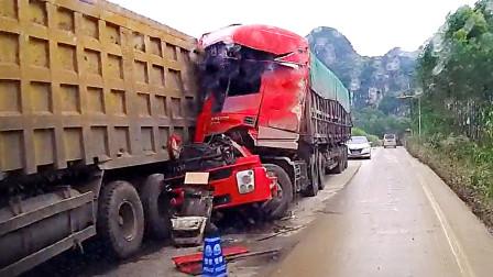 交通事故合集:乡村小路盲目超车,结局不言而喻