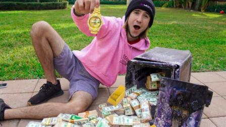 小伙野外捡到废弃保险箱,将其暴力拆开后,不料赚大发了!