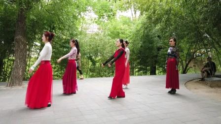 广场舞《迷路的羊羔-1》鲁吉义摄 2020.8.8