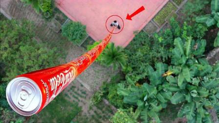 国外小伙脑洞大开,将可乐叠加到100米,网友:和太阳肩并肩?