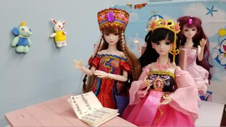 叶罗丽故事 罗丽跟新同学一起看一本书,罗丽被老师表扬了哟!
