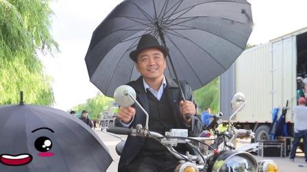 《四平青年之三傻罪途》二龙湖浩哥白天骑车打伞.mp4