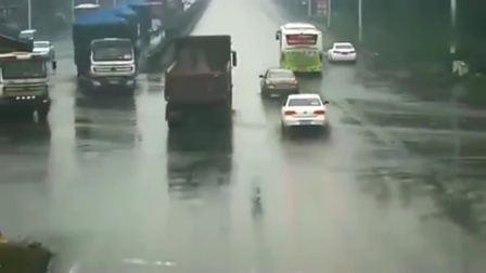 监控大货车杀伤力有多大,开货车的司机都怕直接弃车逃命