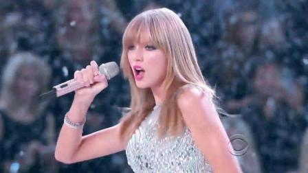 敢来维密秀砸场子的歌手,一出场就把超模风头全抢光!不愧是霉霉