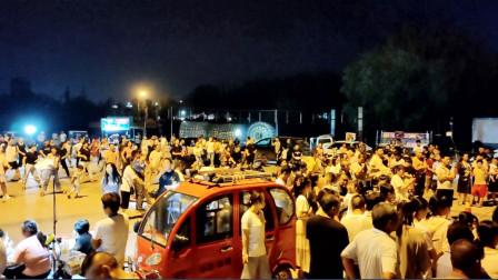 临沂探沂镇小广场每天人挤人,每天都跟赶会样!