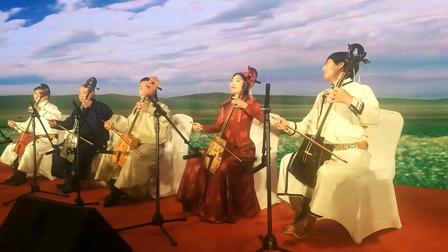北京青年演员表演内蒙古特色马头琴
