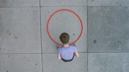 小伙发明了个圆圈,大家都笑他是傻子,可他竟因此成为亿万富翁!