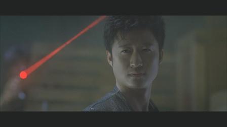 强喂余文乐吃子弹,踢谢霆锋下楼,这部影片的吴京嚣张到家了