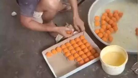 印度大哥用涵义极深的手法,造咖喱粘米球,甜蜜蜜的味道真好吃
