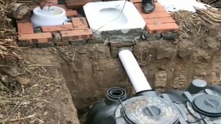 农民大叔改造的冲水厕所,太有才了