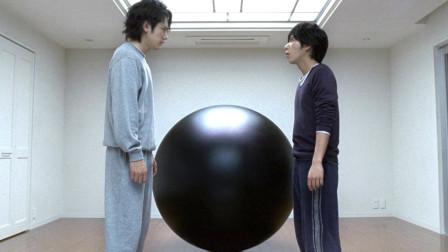 小伙死后进入神秘房间,里面放着一个神秘巨球,打开后立马慌了!